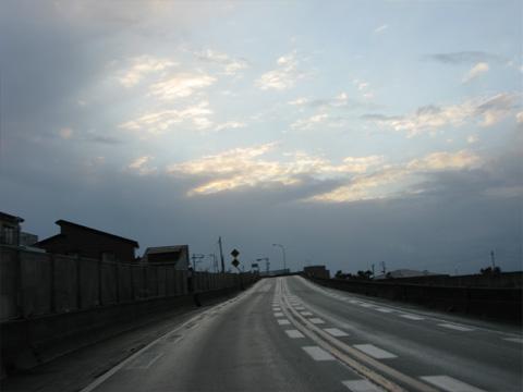 道の晴れ間