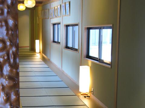 温泉までの畳敷きの廊下