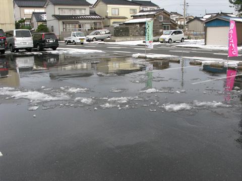 駐車場がきれいになりました