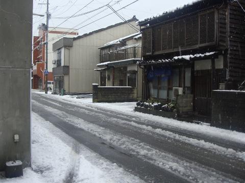 本店前の道路