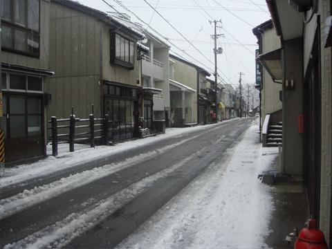 中央商店街前の道路