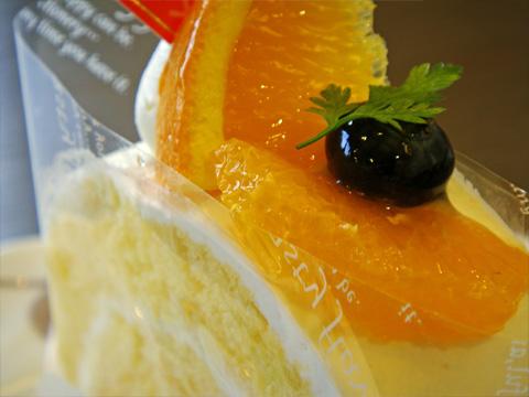トリプルオレンジロールケーキ2