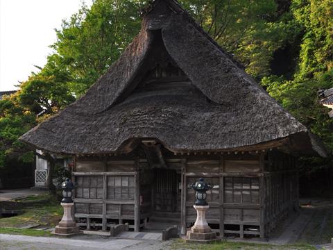 能生白山神社の拝殿