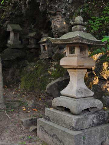 本殿前の祠