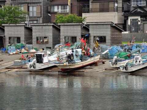 小泊漁港の船