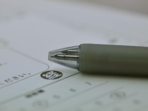 ボールペンとアンケート用紙
