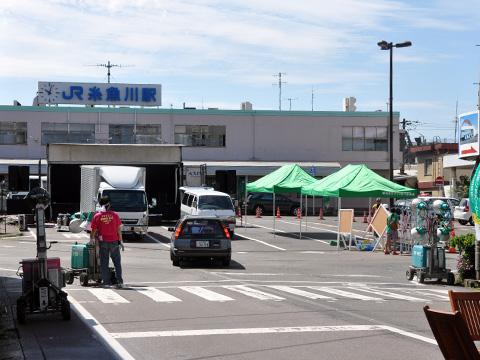 エキカモ準備中の糸魚川駅前