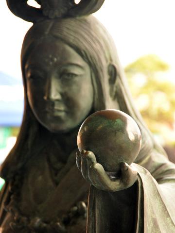 奴奈川姫の銅像