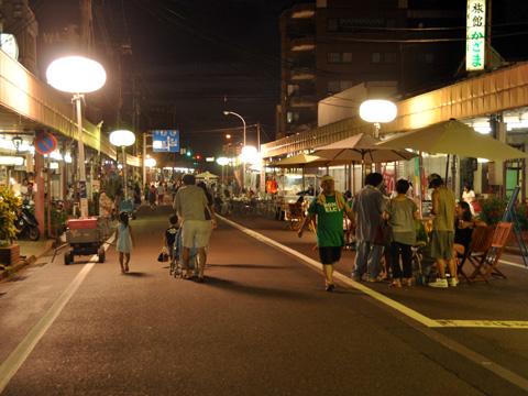 エキカモ・夜の糸魚川駅前