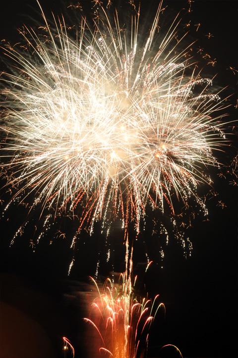 白い大輪の花火