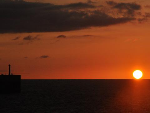 日本海のだるま夕日