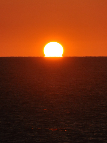 日本海のだるま夕日2
