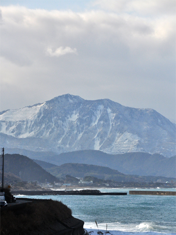 糸魚川雪の積もる山