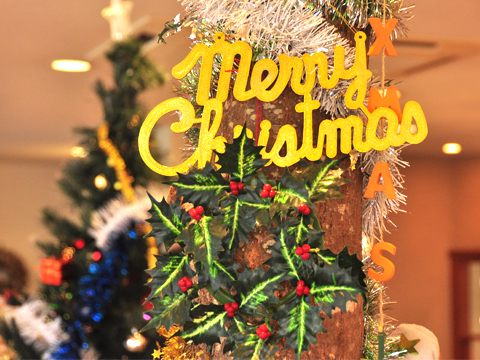 焼き菓子台のクリスマス飾り
