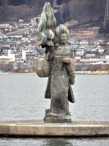諏訪湖に浮かぶオブジェ
