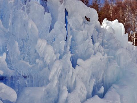 白樺リゾート美術館脇の氷壁