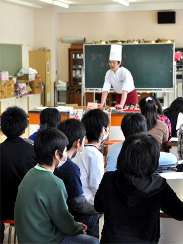 糸魚川東小学校での講演スタート