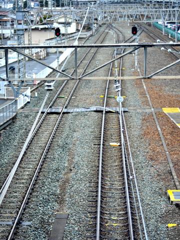 上田駅から線路をのぞむ