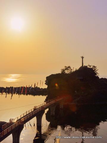 弁天岩と夕日