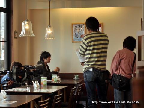 山岸桐吾さんとテレビカメラ