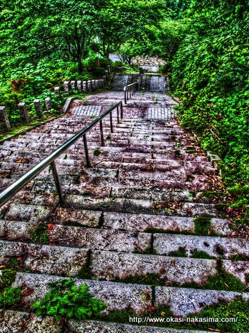 神道山の階段