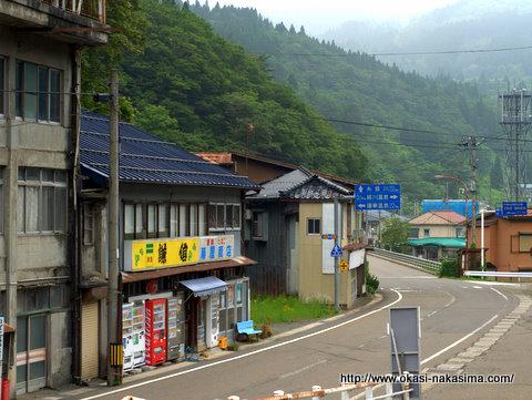 平岩駅から見た道