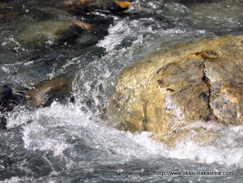 小滝川ヒスイ峡の澄んだ水