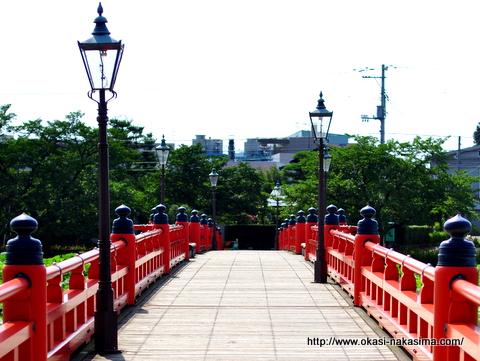 高田公園、お堀にかかる橋