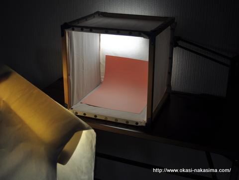 蛍光灯の前に簡易撮影キットを設置
