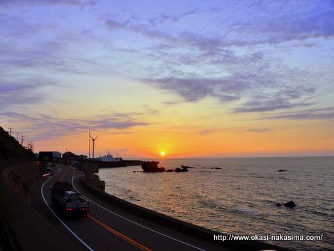国道8号線と夕焼け空