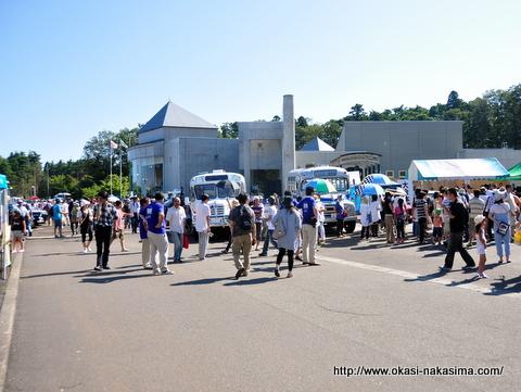 日本海クラシックカーレビュー会場・フォッサマグナミュージアム