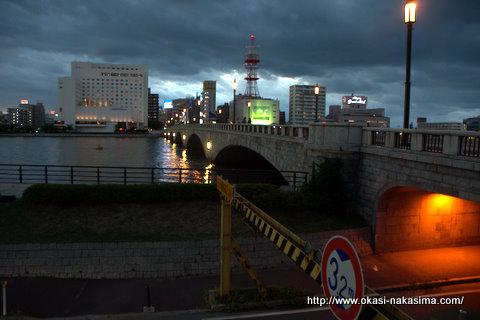 萬代橋と高架下