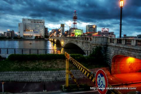 萬代橋と高架下(HDR)