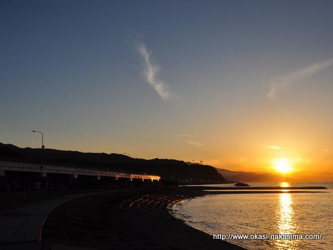 夕焼け染まる秋の弁天浜