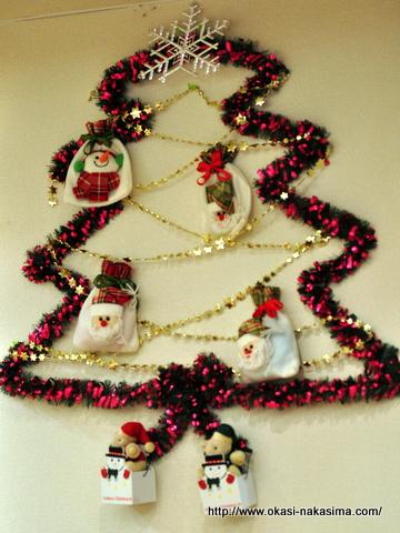 壁のクリスマスツリー