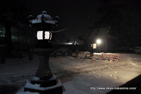 雪降る白山神社