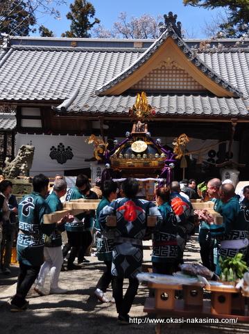 真田神社前の神輿
