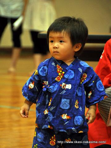 盆踊り会場の息子