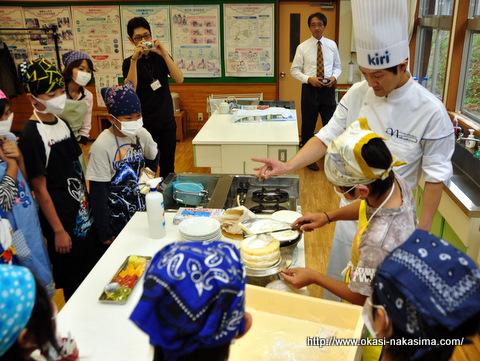 木浦小学校児童の皆さんにケーキデコレーション体験