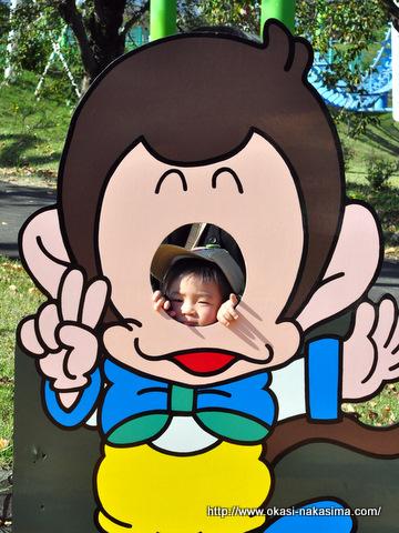 顔を出す息子の記念写真
