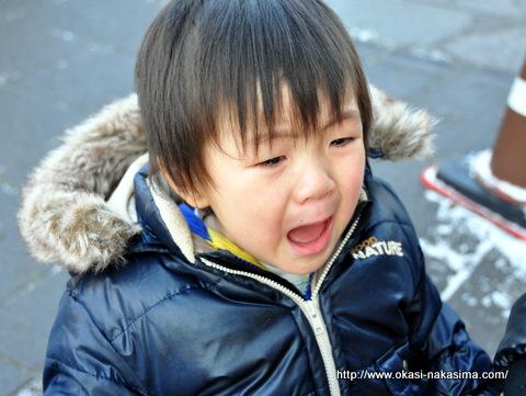 大泣きする息子