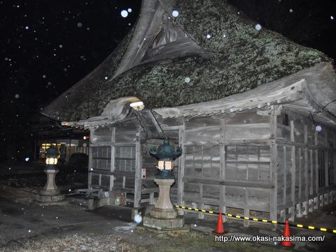 雨降る白山神社