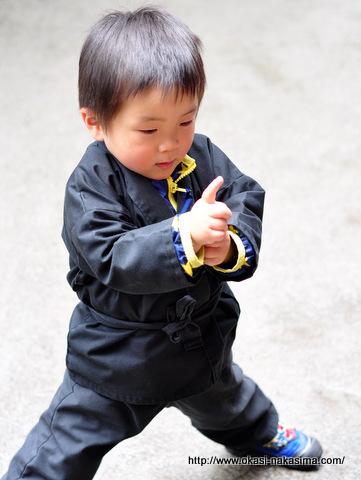 忍者の格好の息子