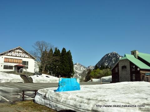 雪残る高浪の池
