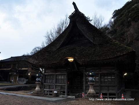 能生・白山神社の拝殿