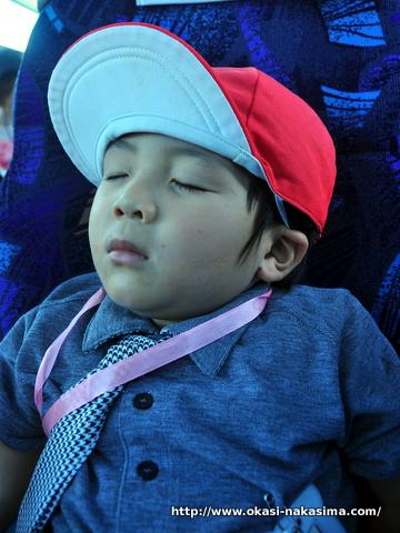 眠りこける息子
