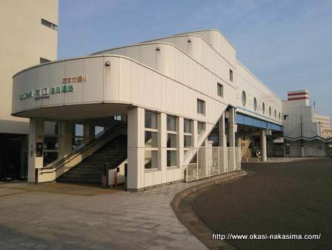 朝の直江津駅