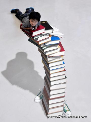 本の上に乗る
