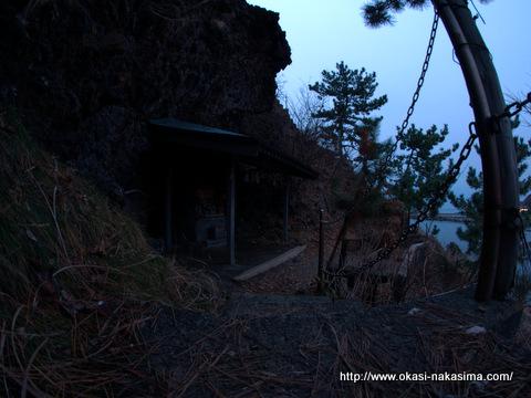 弁天岩の祠